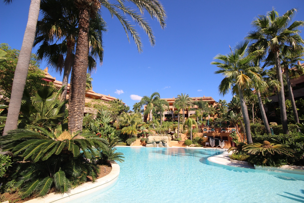 Fantastic Southwest Apartment situated in one of the best developments in Bahia de Marbella with man, Spain