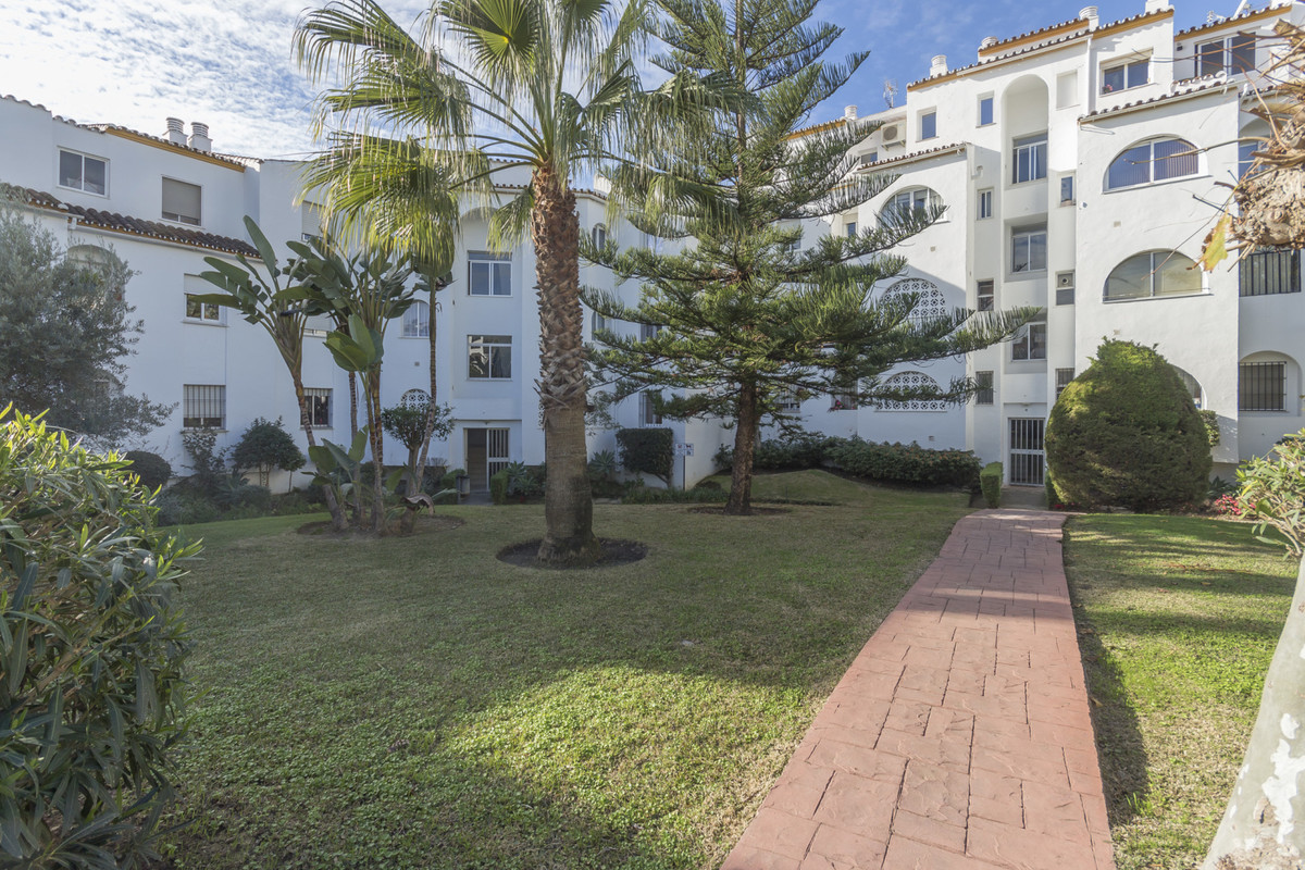 Beautiful 3 Bedrooms ground floor apartment, fully renovated with a nice garden close to Diana Park ,Spain
