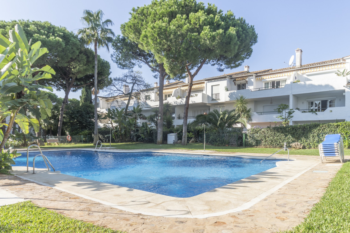 Unique and spacious 2 bedrooms middlefloor situated between Marbella and Estepona in the popular are,Spain