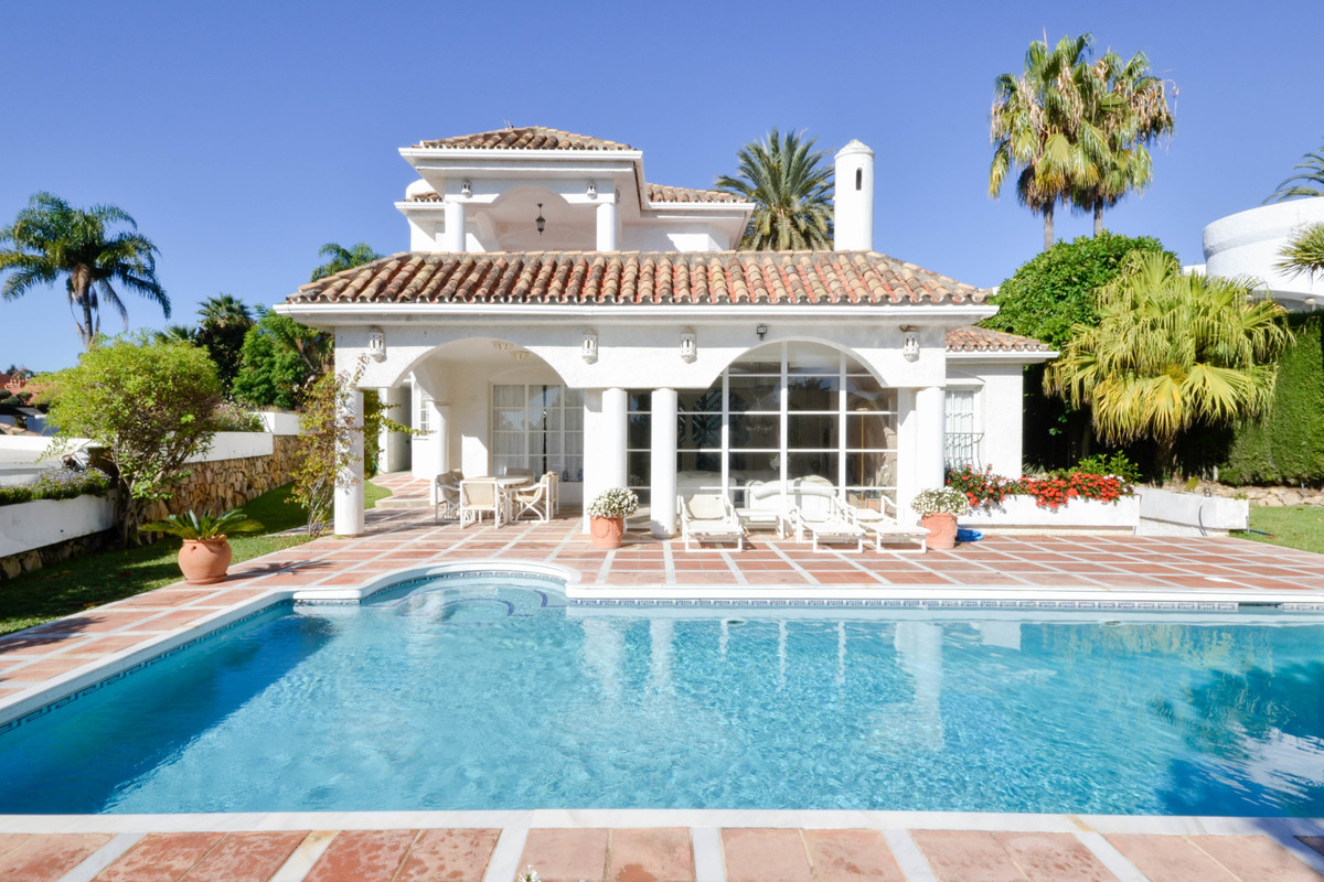Great opportunity to buy a nice Andalusian-style villa in a sought after address in Nueva Andalucia.,Spain