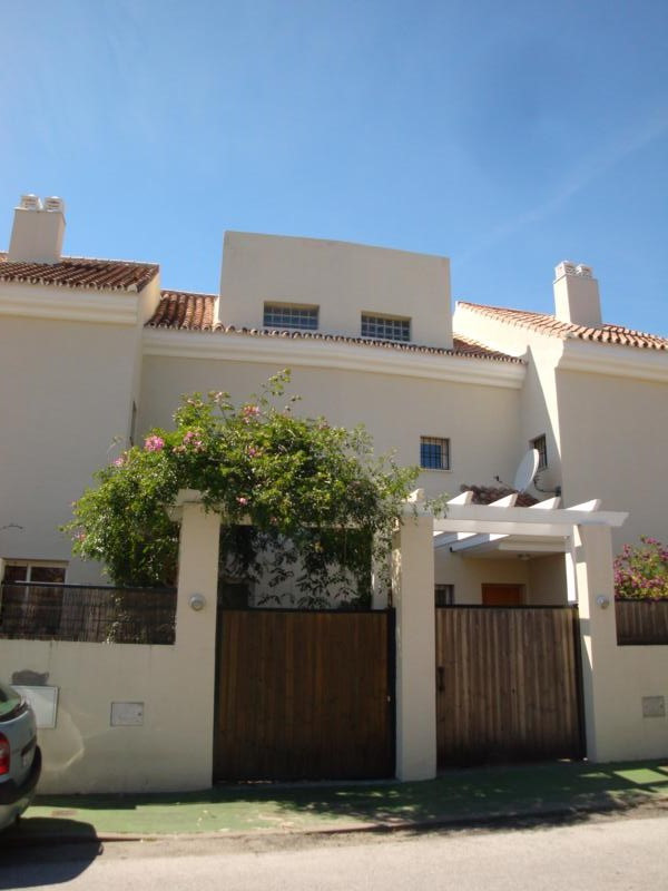 Immaculate and beautifully maintained 3 bedroomed townhouse close to La Quinta and Nueva Andalucia, ,Spain