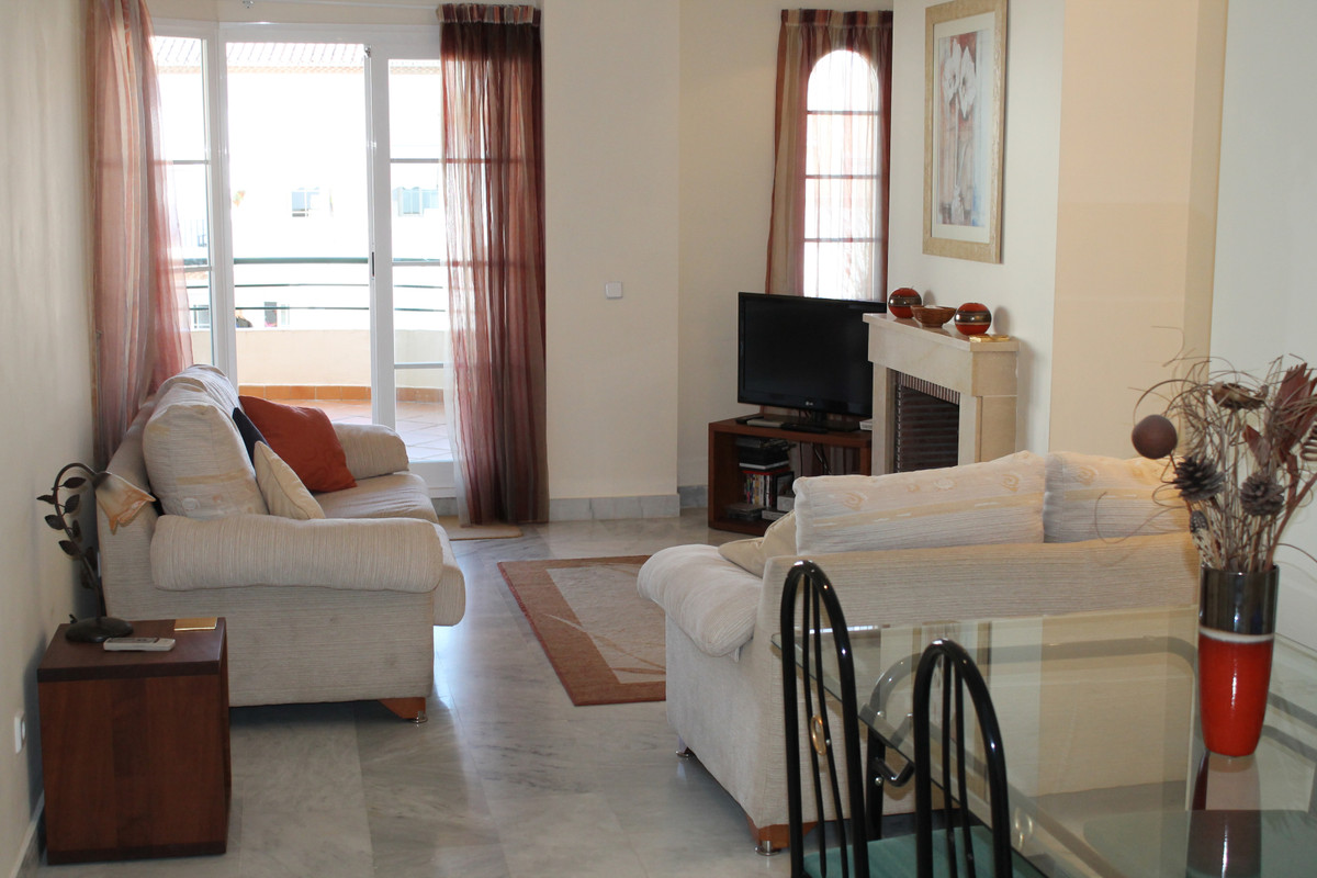 A lovely apartment, with excellent views to Puerto Banus and the Mediterranean Sea, in the gated devSpain