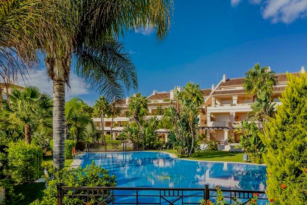 Stunning 3-bedroom duplex penthouse for sale in the exclusive Albatross Hill in Nueva Andalucia with, Spain