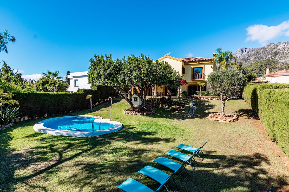 Lovely Andalucian style south-east facing 6 bed family villa for sale close to the centre of Marbell, Spain