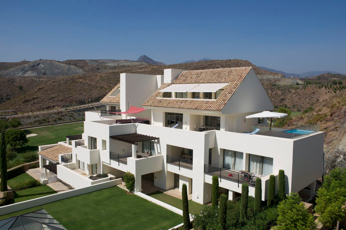 Beautiful penthouse situated in Tee 5, Los Flamingos. The penthouse is located 10 mins from Puerto B,Spain