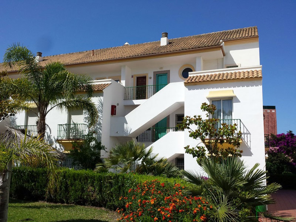 MIDDLE FLOOR APARTMENT LOCATED IN CARIB PLAYA. Only 10 minutes' drive away is the town centre of Mar, Spain