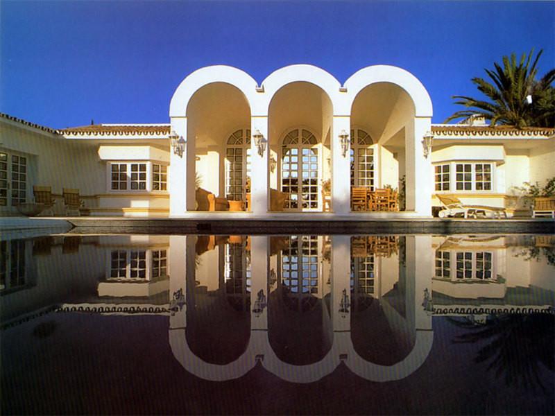 Detached Villa in Hacienda Las Chapas R2275765