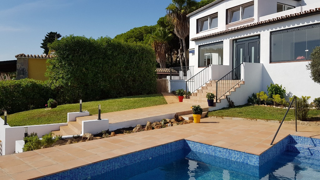 Spacious 5 bedroom villa with fabulous sea views. It is located on a private plot with swimming pool,Spain