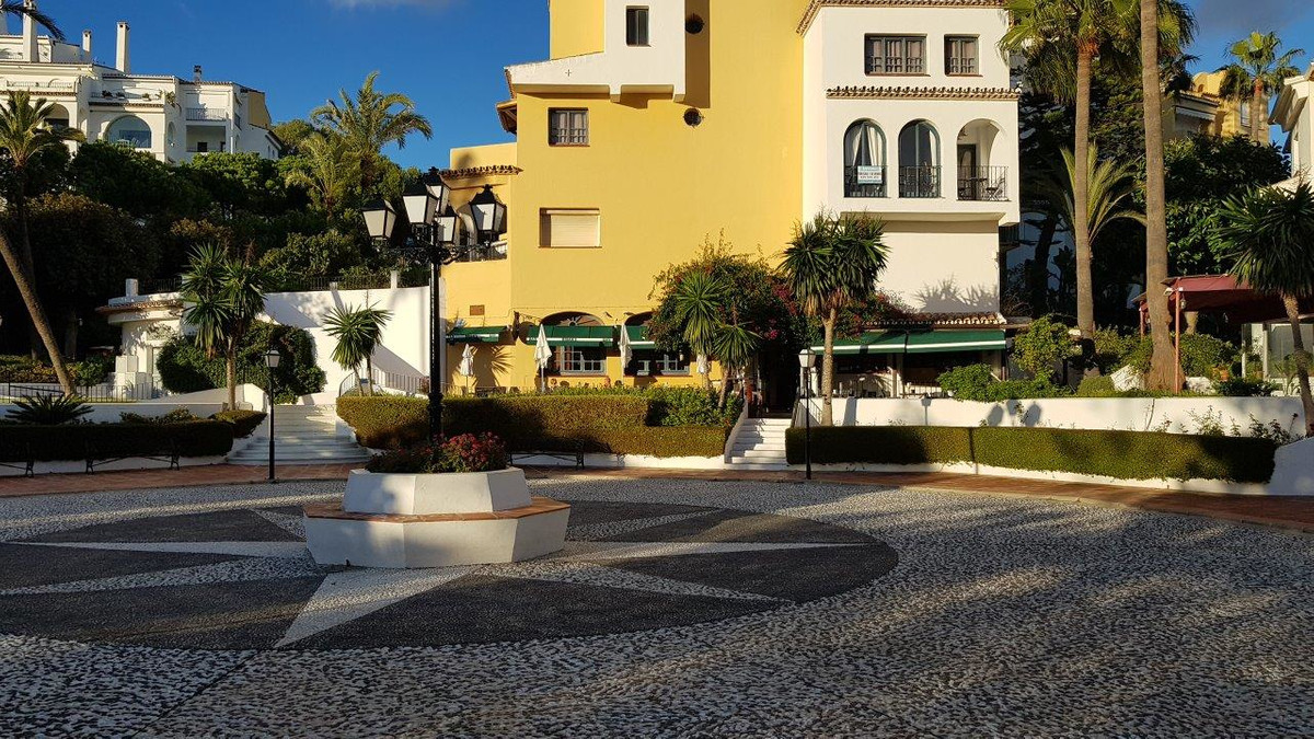 FREEHOLD - Established, desirable bar/restaurant in Puerto Cabopino Marbella. The property has a sou,Spain
