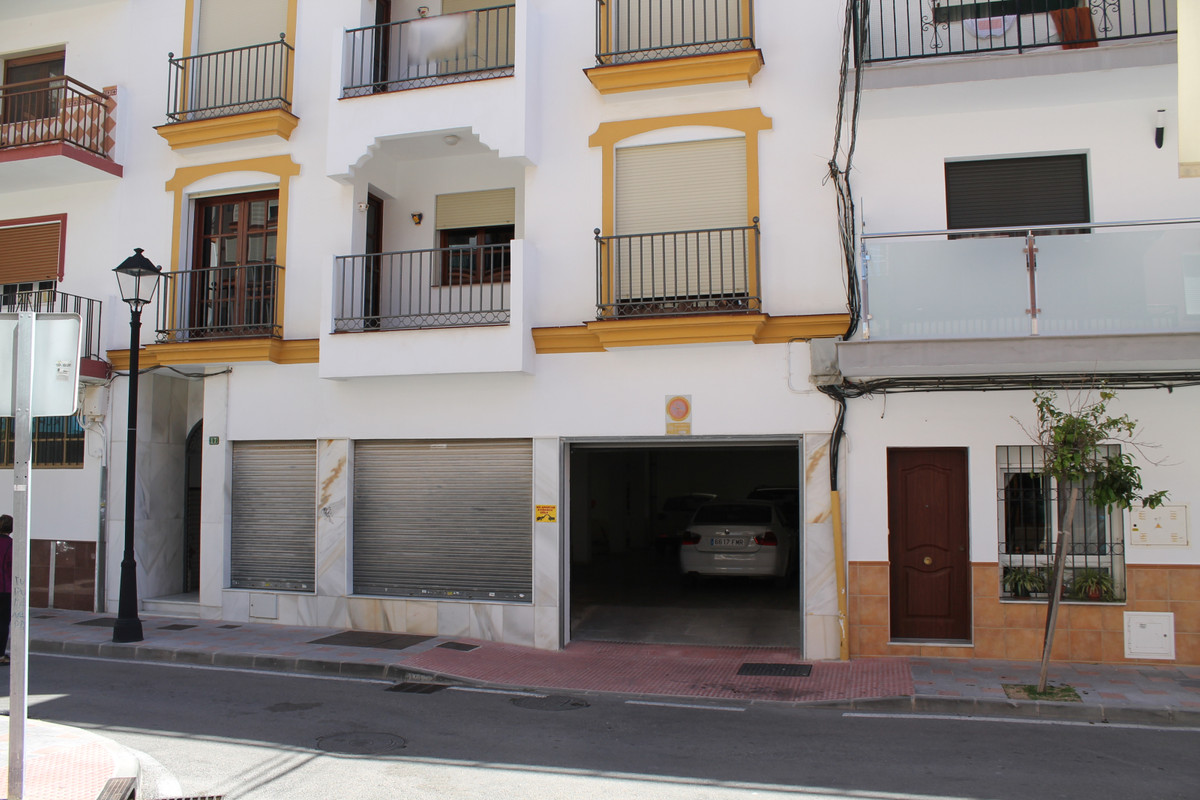 WHOLE BUILDING FOR SALE IN CENTRAL FUENGIROLA  3 floor building for sale in the center of Fuengirola, Spain