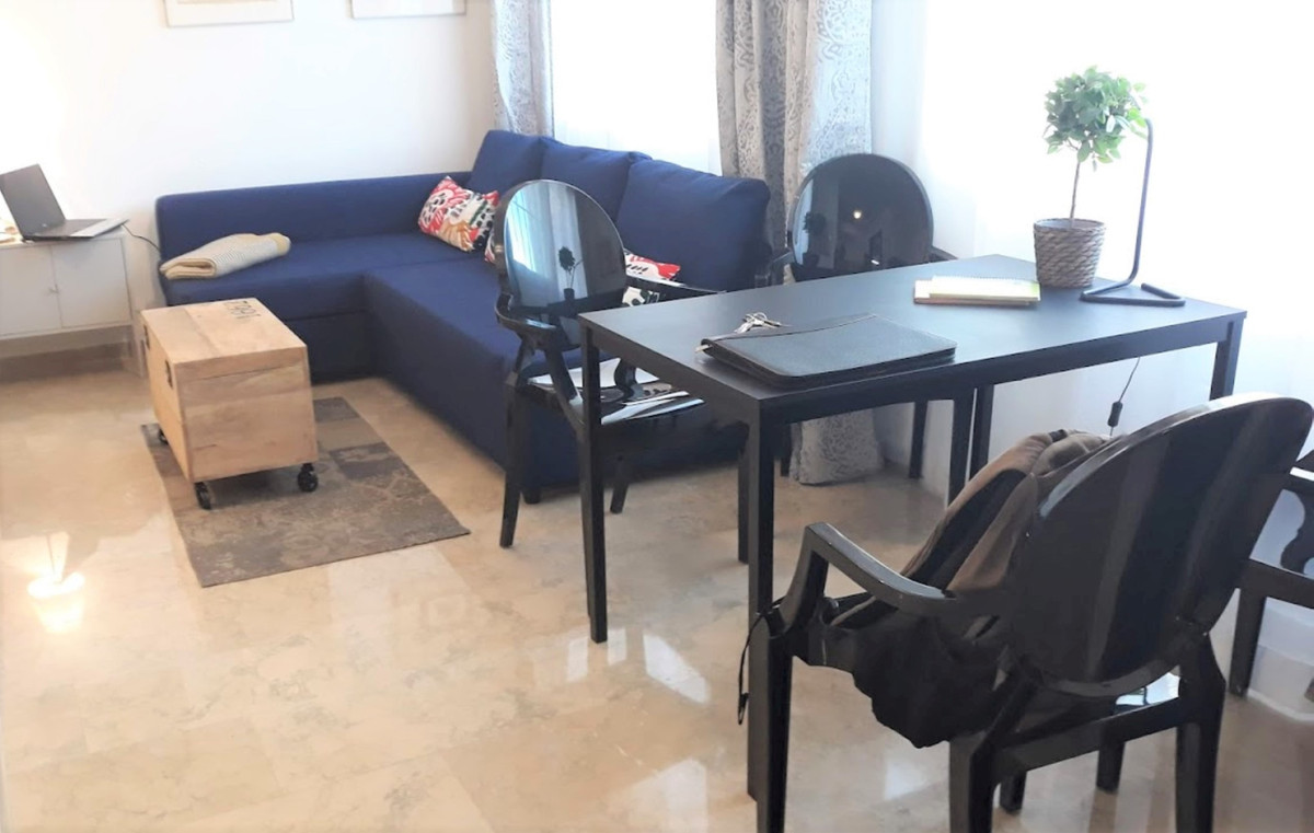 INVESTMENT OPPORTUNITY. Studio apartment! Renovated with 33m2 living accommodation. It is located in,Spain