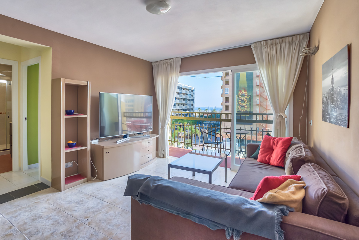 Let us introduce a penthouse with a sense of design in the center of Fuengirola! The apartment is or,Spain