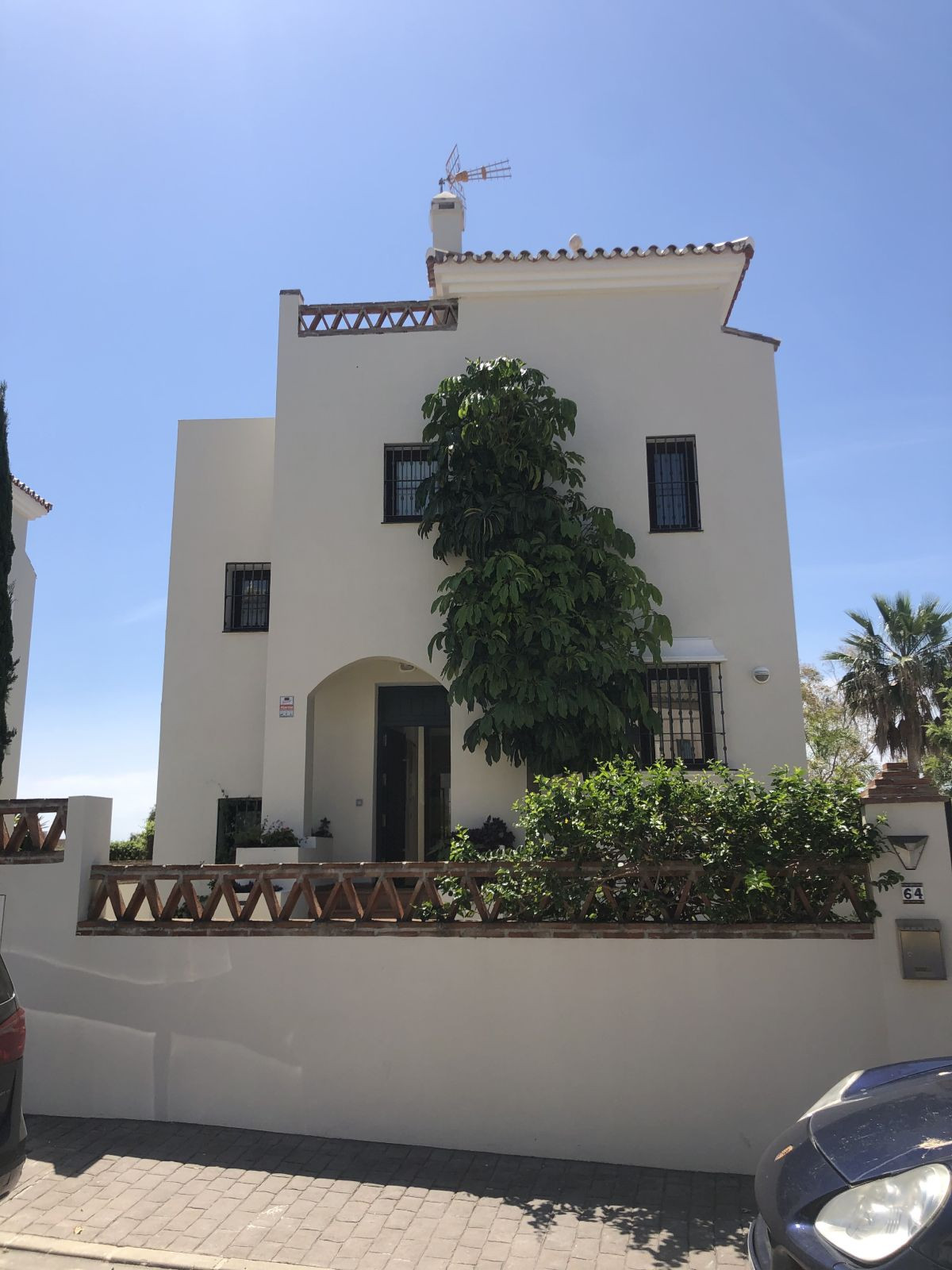 Detached Villa for sale in Estepona R3655430