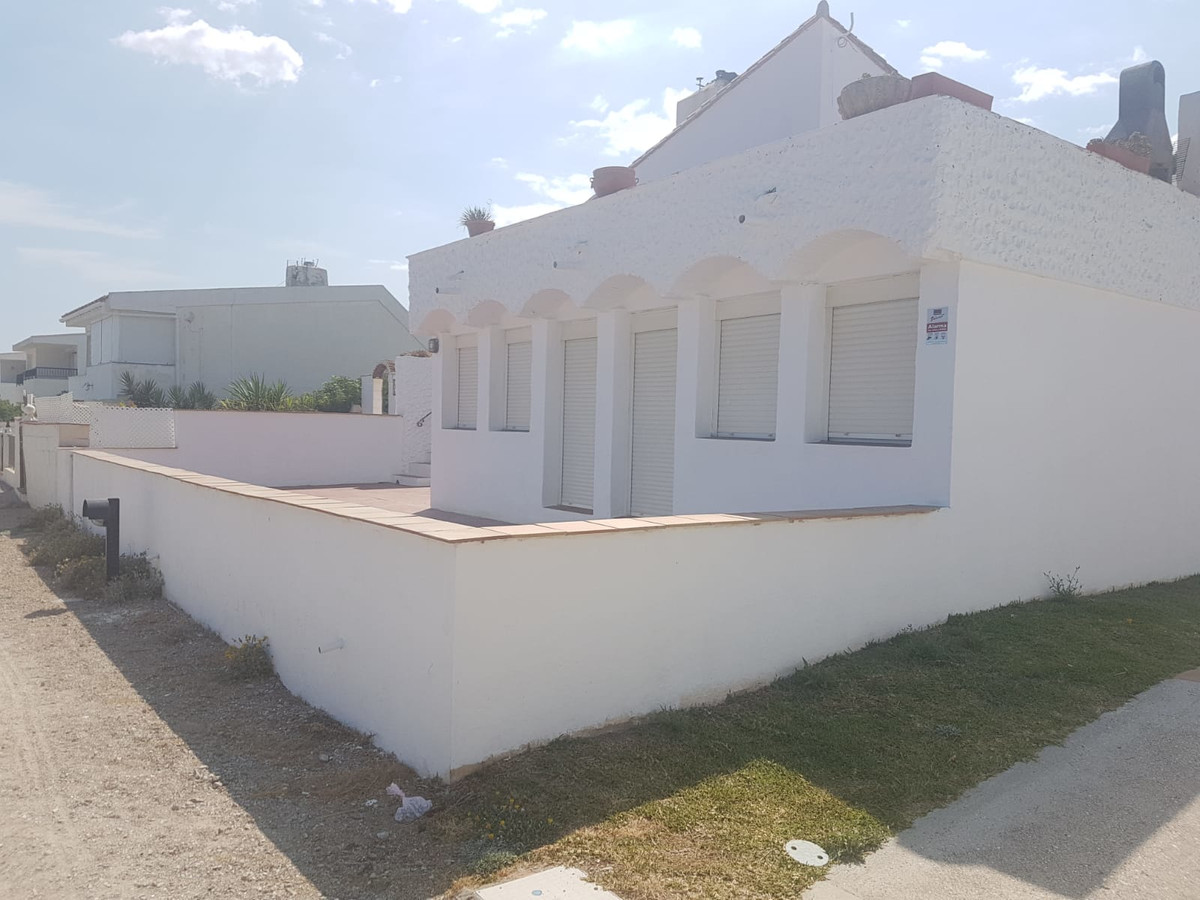 Villa in the sought after Bahia Dorada Urbanisation, Estepona, Costa del Sol.  PLEASE NOTE ONLY AVAILABLE UNTIL END OF MAY . REFERENCES REQUIRED AND PROOF OF INCOME. AS THE RENTAL PERIOD IS SHORT THIS HAS BEEN REFLECTED IN THE MONTHLY RENTAL OF 750 EUROS PLUS UTILITIES.  3 Bedrooms, 2 Bathrooms, Built 120 m², Terrace 30 m².  Setting : Beachfront, Beachside, Close To Golf, Close To Port, Close To Sea, Close To Town, Close To Marina, Urbanisation, Front Line Beach Complex. Orientation : South. Condition : Excellent. Climate Control : Air Conditioning, Hot A/C, Cold A/C, Central Heating. Views : Sea, Beach. Features : Fitted Wardrobes, Private Terrace, Utility Room, Marble Flooring. Furniture : Part Furnished. Kitchen : Fully Fitted. Garden : Communal. Parking : Open. Utilities : Electricity, Drinkable Water. Category : Beachfront, Reduced.