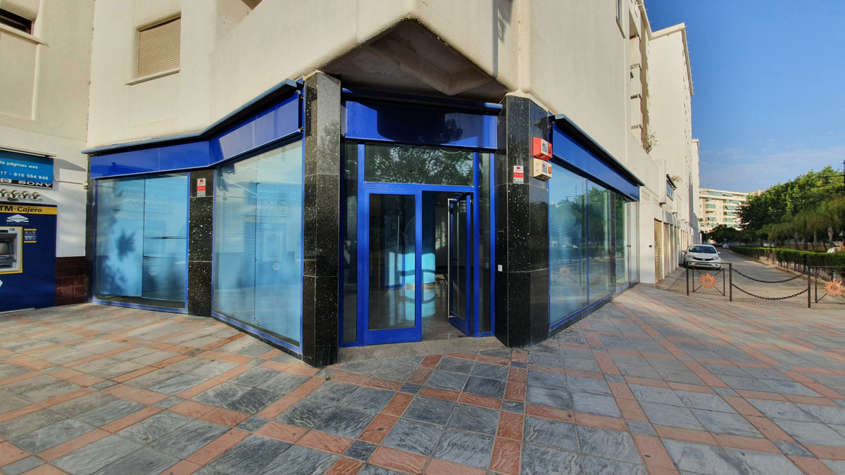 Business premises in the Miramar building in Fuengirola. Surrounded by other premises and services. ,Spain
