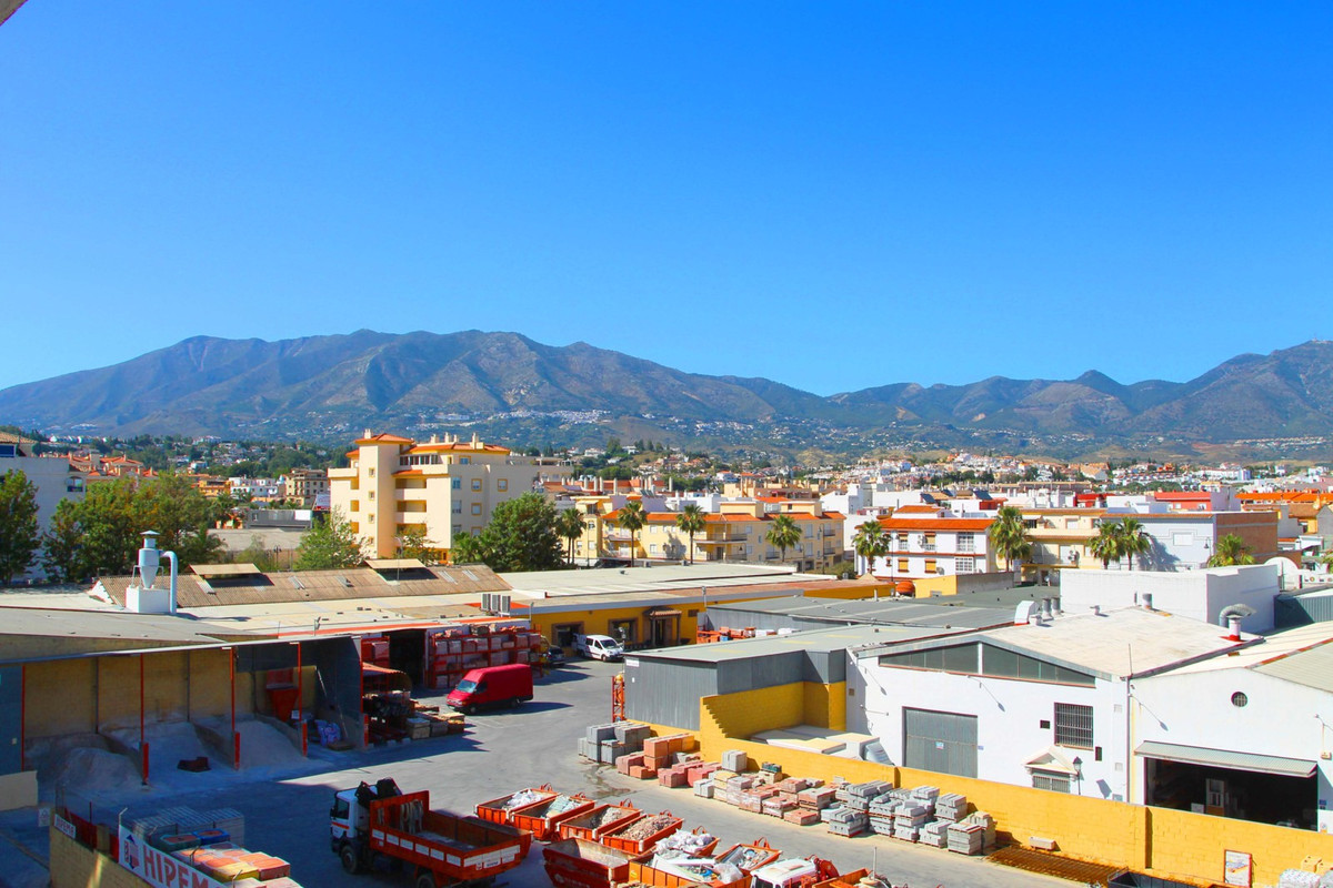 Nice 3rd floor, East facing, 1 bedroom, 1 bathroom apartment with store room in basement and lift.  ,Spain