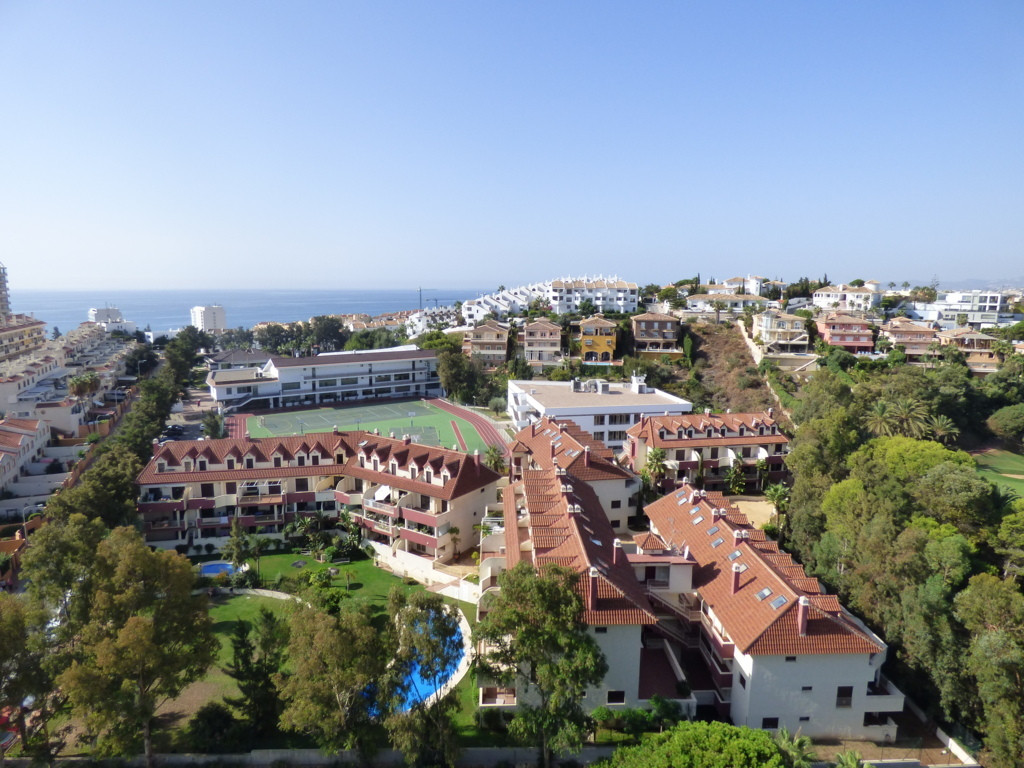 Top Floor Apartment, Torrequebrada, Costa del Sol. 1 Bedroom, 0 Bathrooms, Built 79 m², Terrace 10 m, Spain