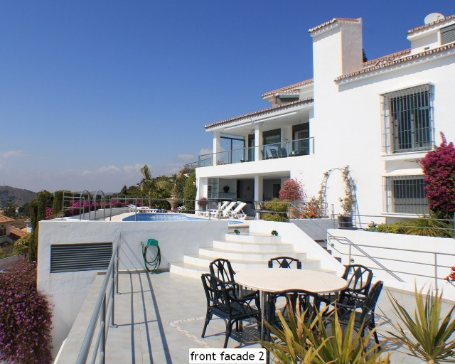 UNIQUE CONTEMPORARY HIGH QUALITY VILLA LOCATED AT A UNIQUE LOCATION OFFERING ANOTHER WAY OF LIVE Thi, Spain