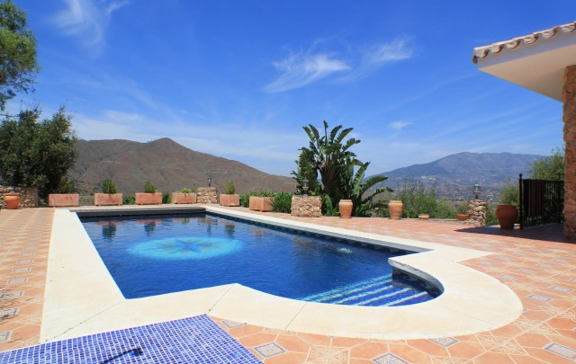 AMAZING, HIGH QUALITY  AND 100% PRIVATE PROPERTY   La Mairena, home of international celebrities, is,Spain