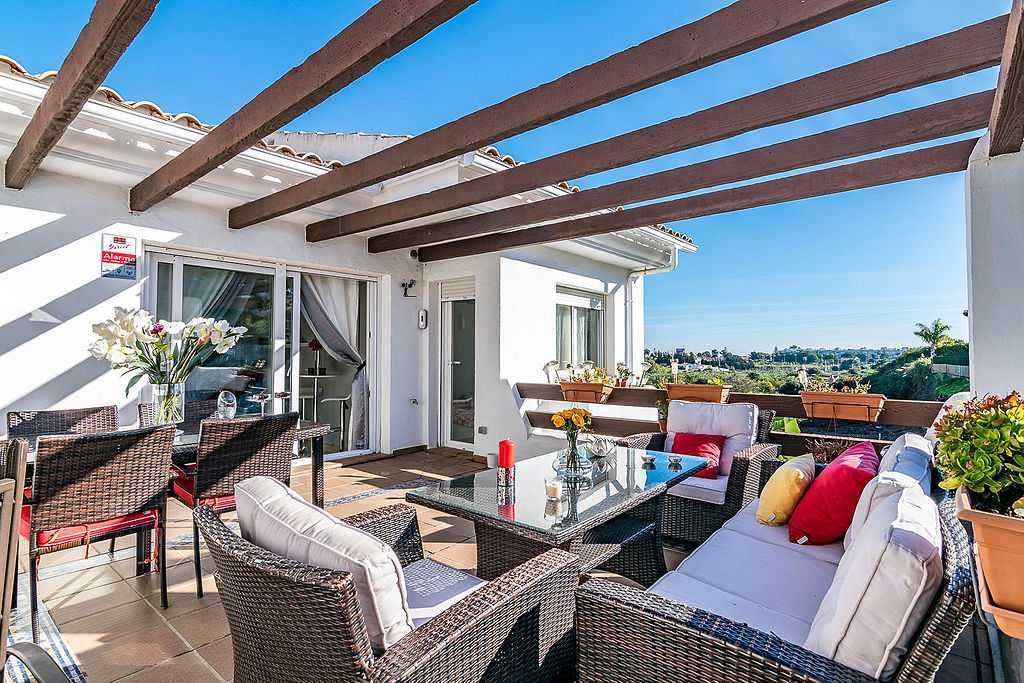 Amazing penthouse in Selwo Hills with a built-up area of approximately 93m² and a spacious terrace o, Spain