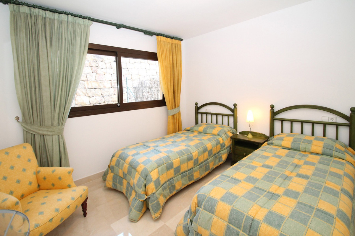 Apartamento Planta Media en Venta en Benahavís – R3638870