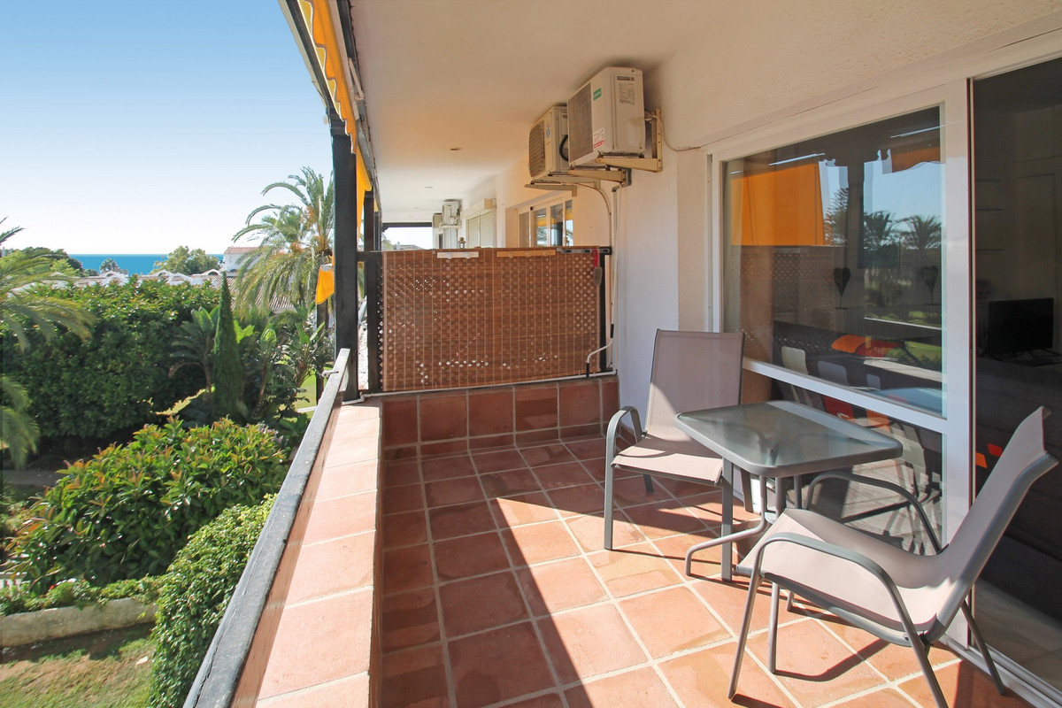 SEA VIEWS • WITHIN WALKING DISTANCE TO THE BEACH AND ALL AMENITIES • GOOD CONDITION • An affordable , Spain