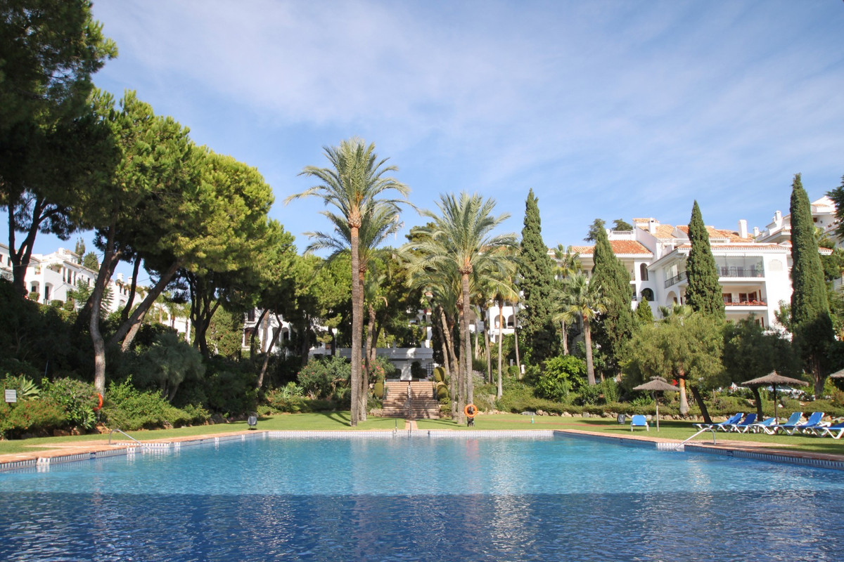 MARBELLA GOLDEN MILE • PRIME LOCATION • WITHIN WALKING DISTANCE TO PUENTE ROMANO HOTEL • Bright and , Spain