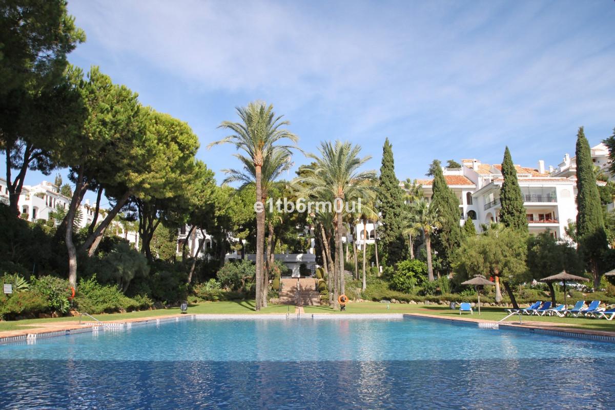 Marbella Banus Apartamento Planta Media en Venta en The Golden Mile – R3677288