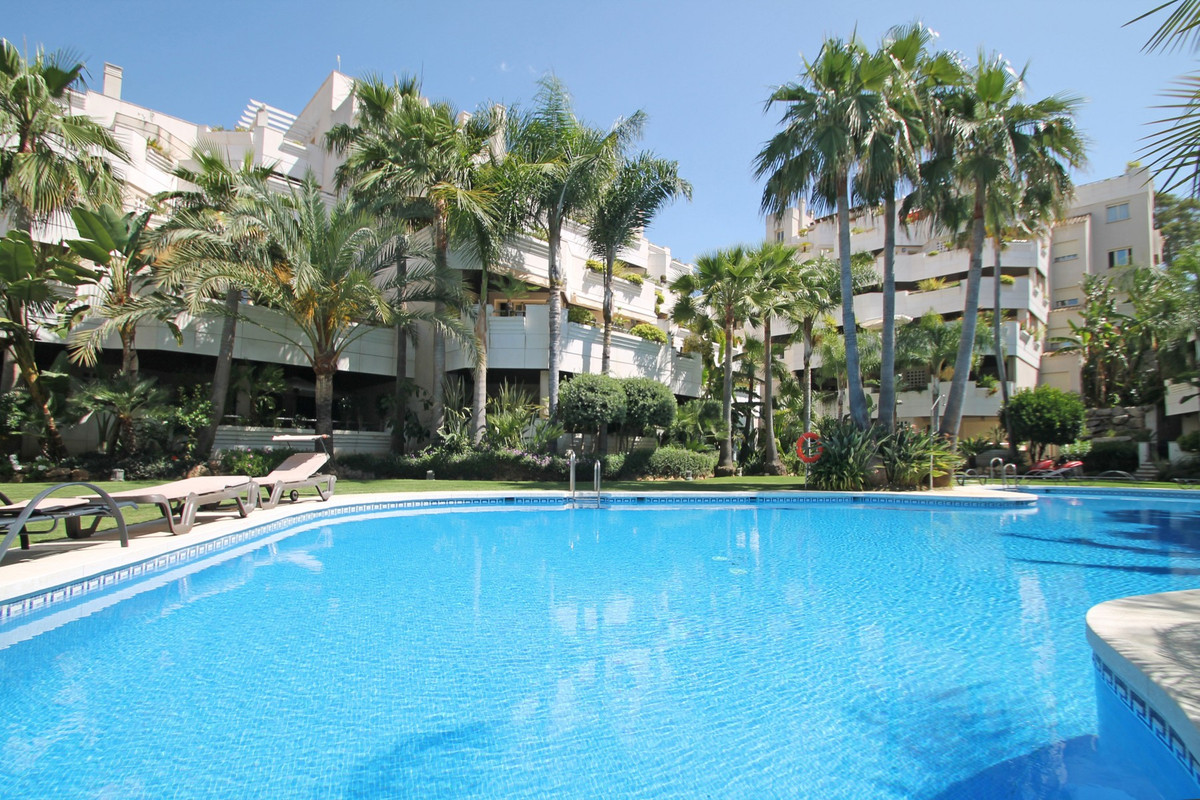 Middle Floor Apartment for sale in Nueva Andalucía R3600458