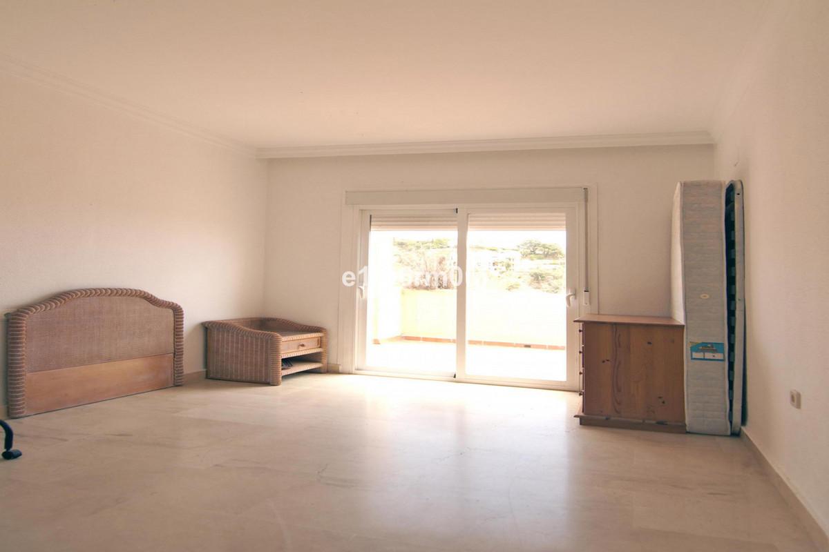 R3733996   Penthouse in Benahavís – € 249,000 – 2 beds, 2 baths