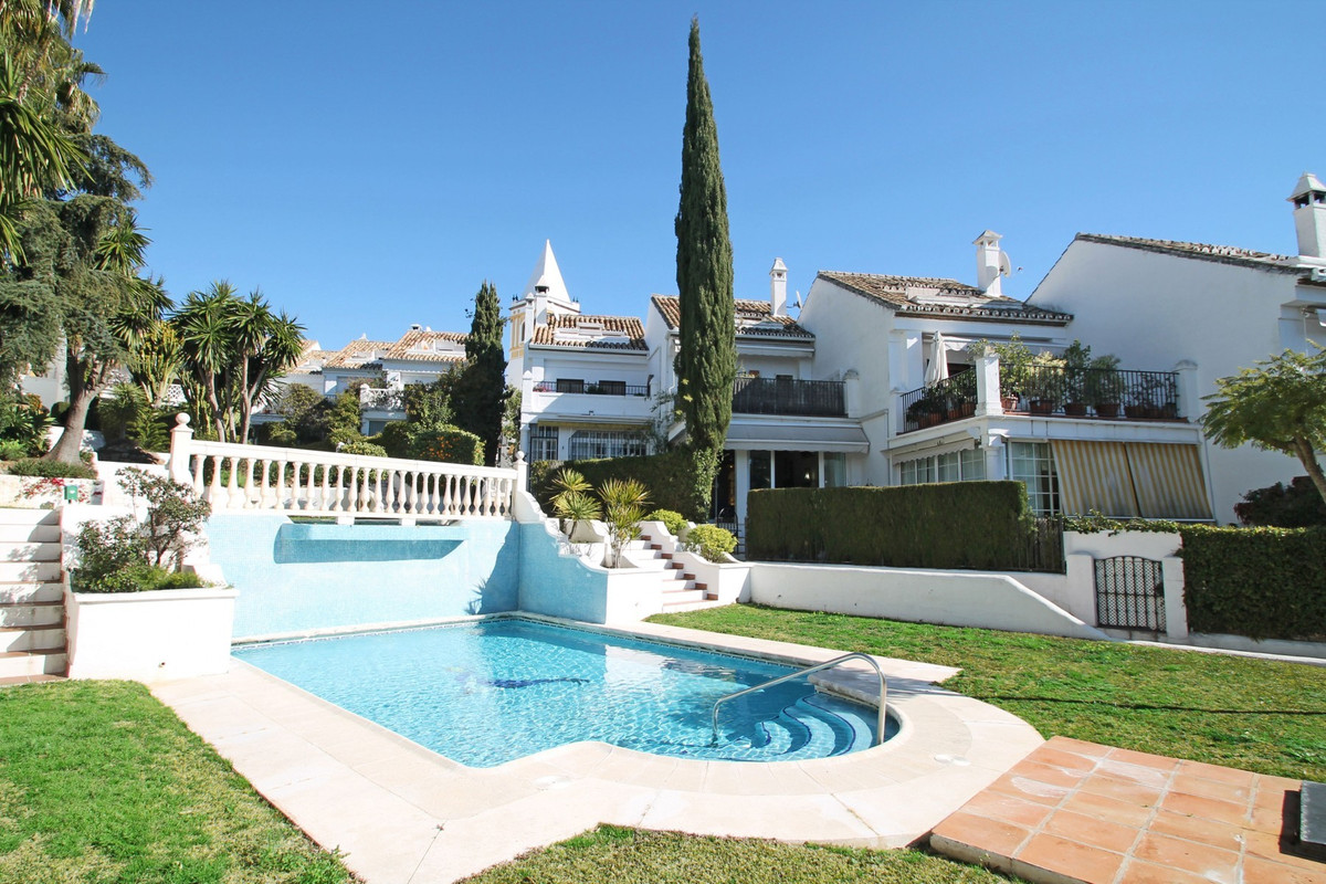 MARBELLA GOLDEN MILE • SOUTH-WEST FACING • SEA VIEWS FROM UPPER FLOOR • Spacious and bright townhous, Spain