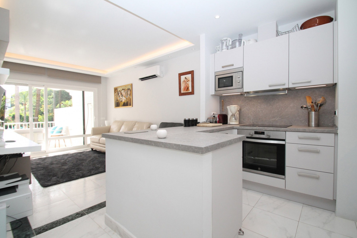 Apartment Middle Floor The Golden Mile Málaga Costa del Sol R3675638 3