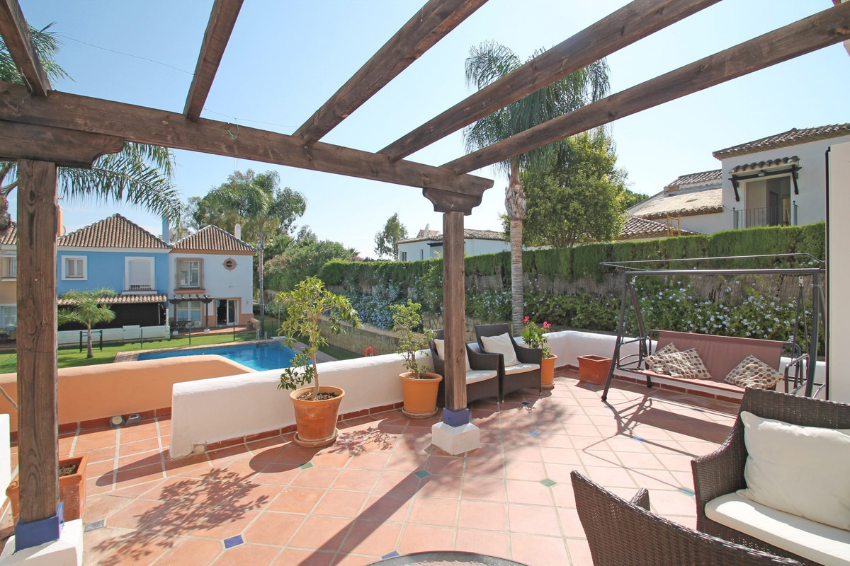 VERY PRIVATE • SPACIOUS • LOTS OF POTENTIAL • GOLF PROPERTY • Bright South-facing corner townhouse w,Spain
