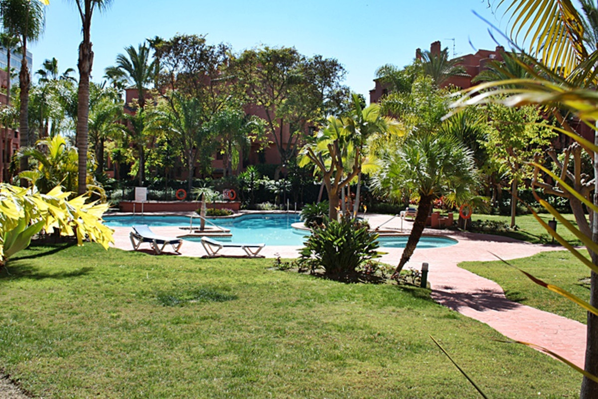 MARBELLA EAST • BEACHSIDE • WITHIN WALKING DISTANCE TO THE BEACH AND AMENITIES • West-facing ground , Spain