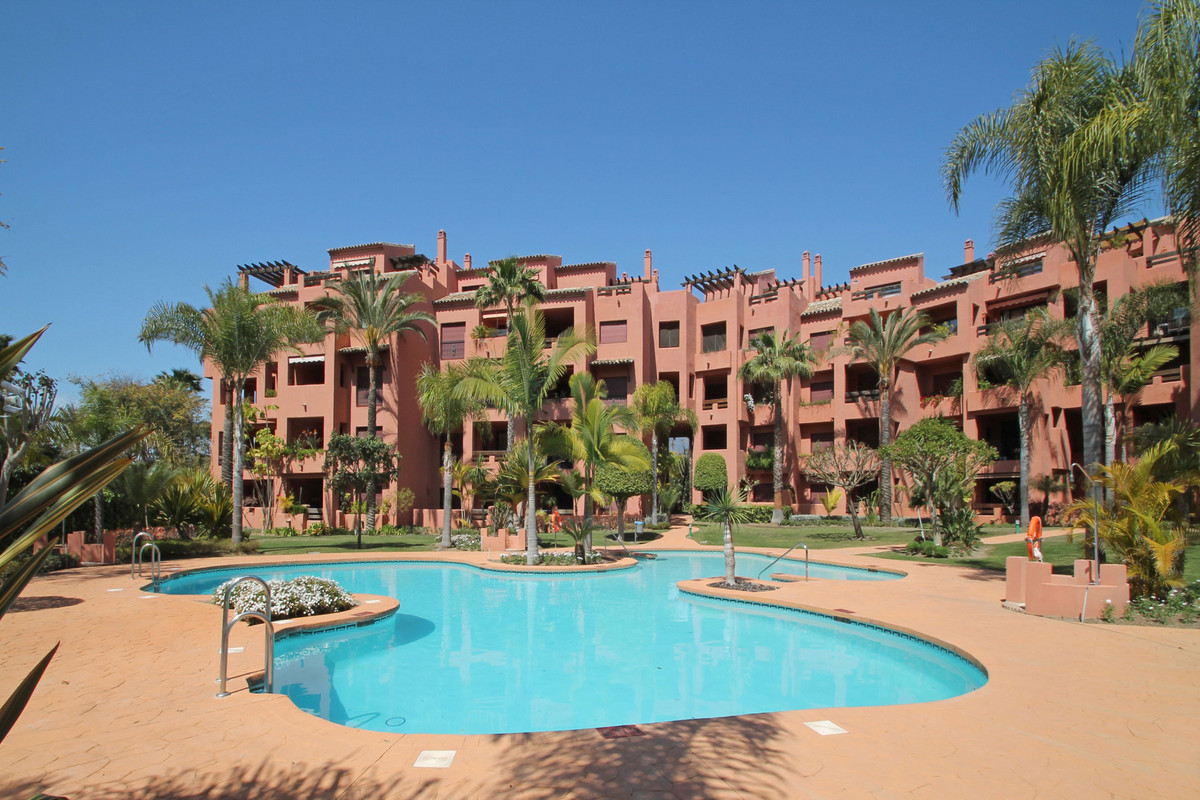 BEACHSIDE • WITHIN WALKING DISTANCE TO THE BEACH AND AMENITIES • Three bedroom duplex penthouse in t,Spain