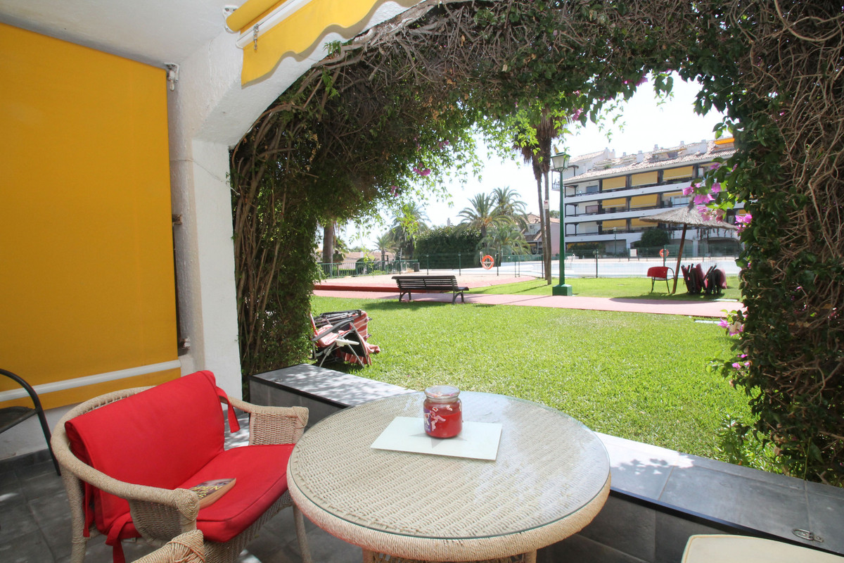 WITHIN WALKING DISTANCE TO THE BEACH AND ALL AMENITIES • West-facing ground floor studio within walkSpain