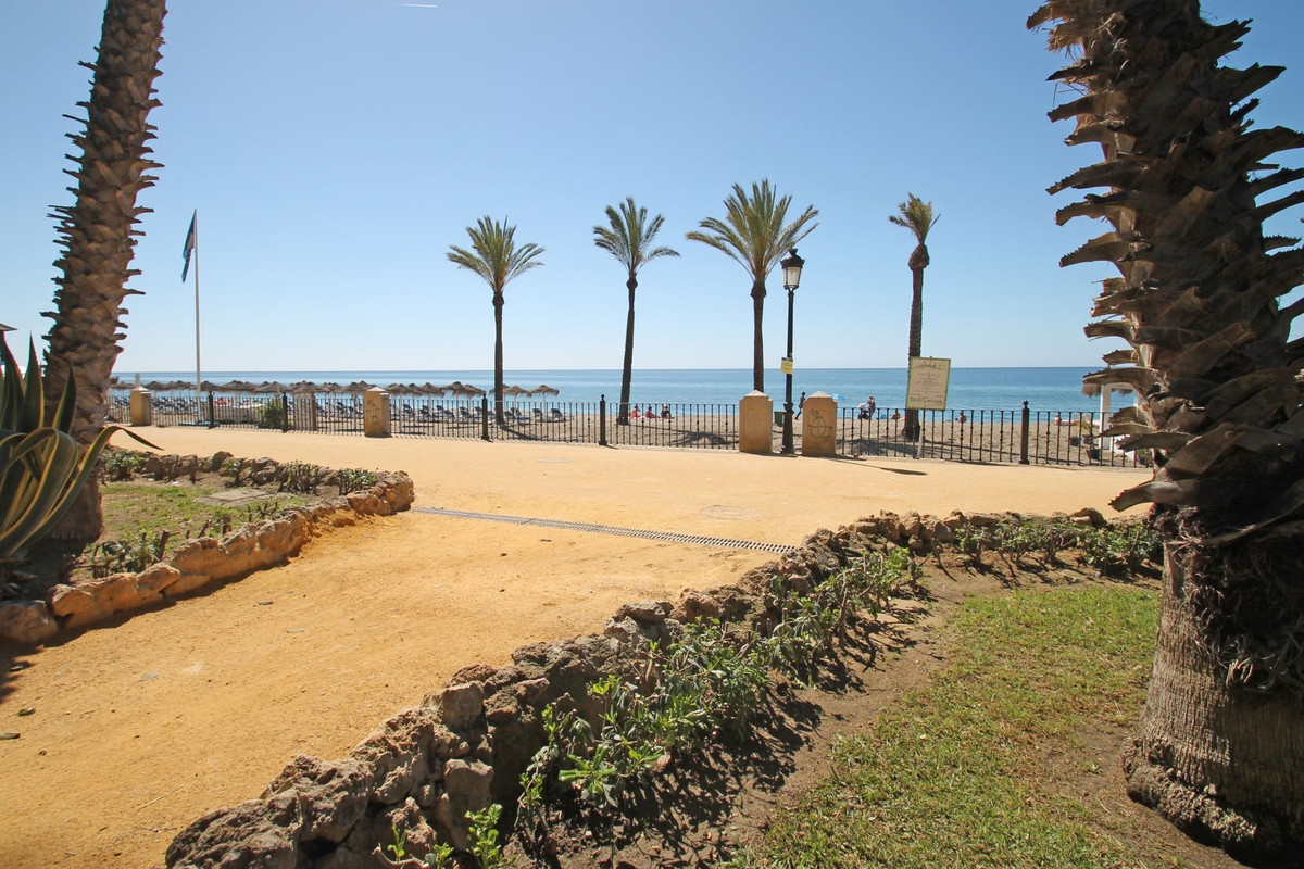 DIRECT ACCESS TO THE BEACH · WALKING DISTANCE TO AMENITIES · Perfectly located three bedroom second , Spain