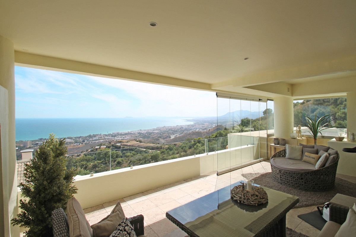 SEA VIEWS • Immaculate top quality duplex penthouse with panoramic views across the Mediterranean Se, Spain