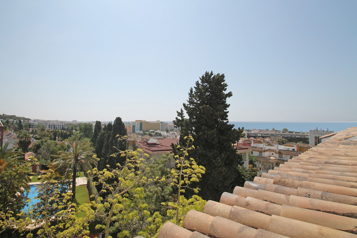 South-East facing one bedroom penthouse in Hacienda Nagueles II, on Marbella's Golden Mile with , Spain