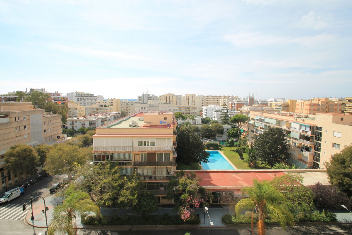 Bright and spacious South-East facing three bedroom apartment in a building right on the elegant mai, Spain