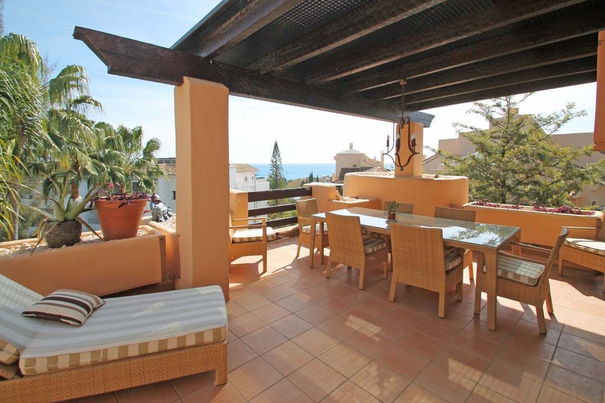 5 STAR COMPLEX· LUXURY PENTHOUSE · South-East facing three bedroom penthouse nestled in the foothill,Spain