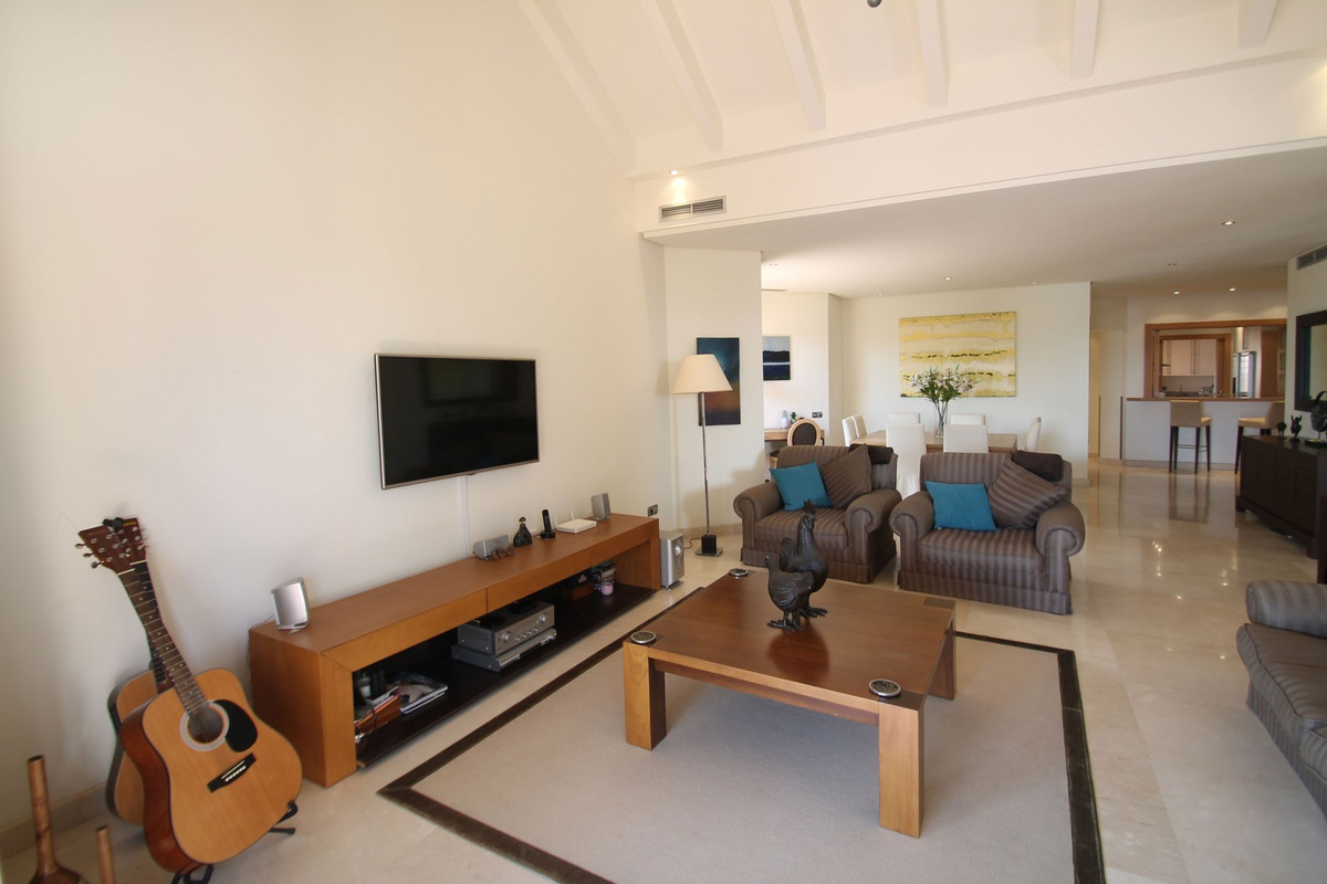 Apartment in The Golden Mile R3370183 13