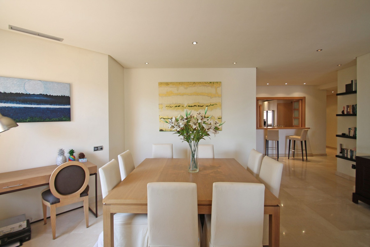 Apartment in The Golden Mile R3370183 16