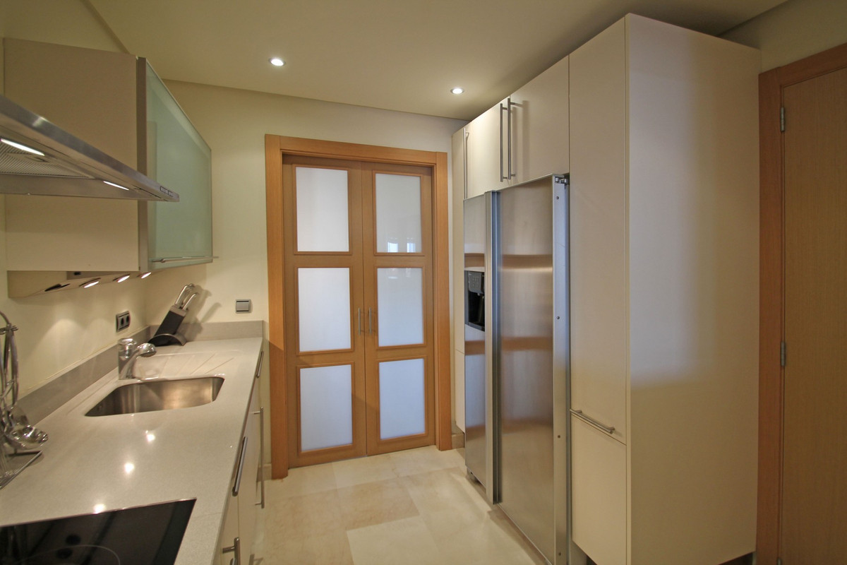 Apartment in The Golden Mile R3370183 18