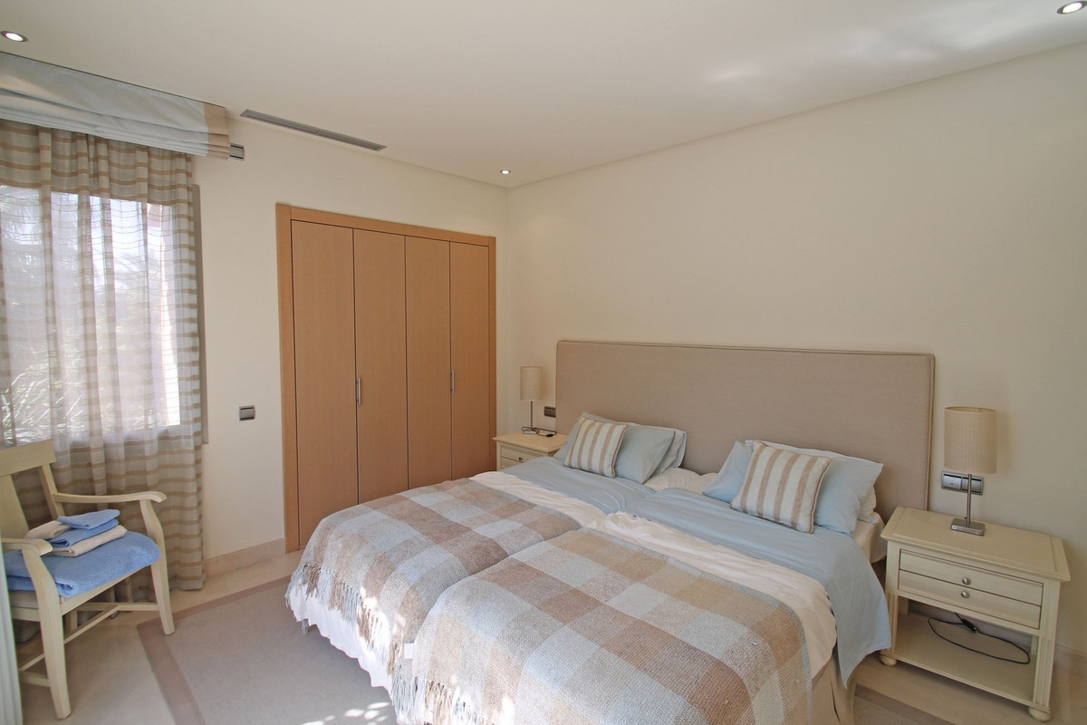 Apartment in The Golden Mile R3370183 21