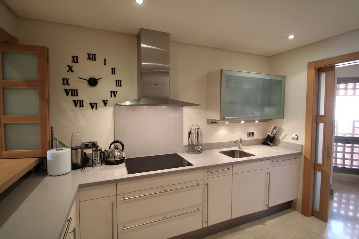 Apartment in The Golden Mile R3370183 3
