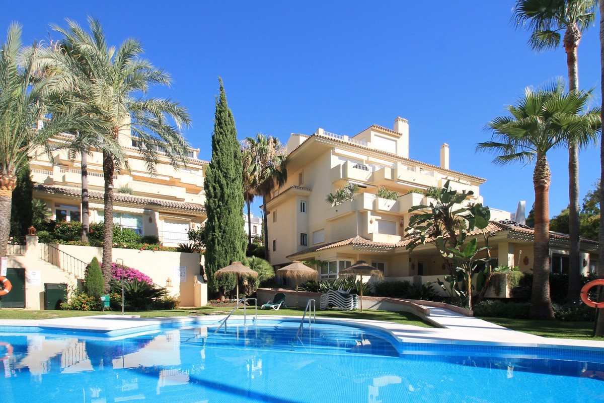 Spacious south facing four bedroom duplex apartment in the small and very private community of Las M,Spain
