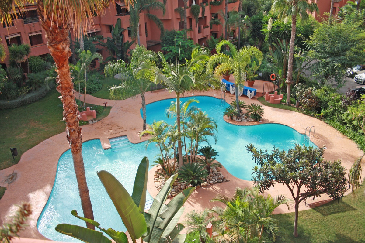 Beachside South-West facing three bedroom first floor apartment within Alicate Playa, a well-known, , Spain