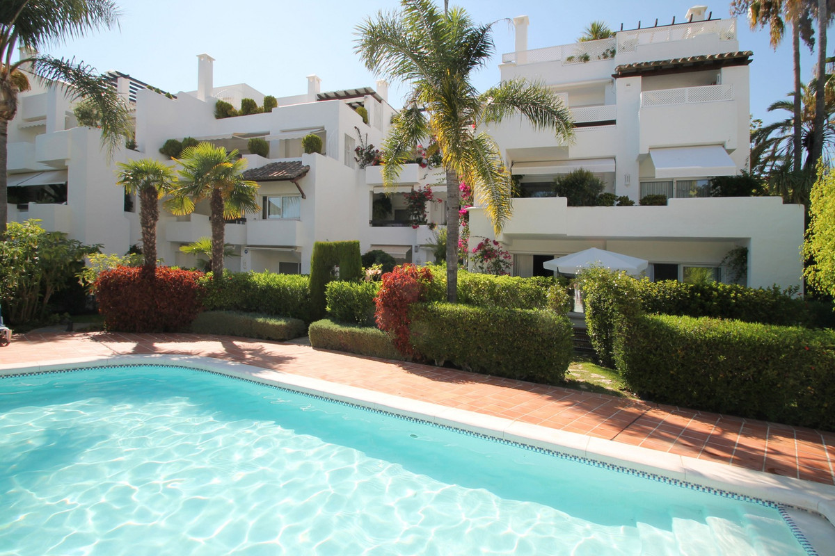 Marbella Banus Apartamento en Venta en The Golden Mile – R2522287
