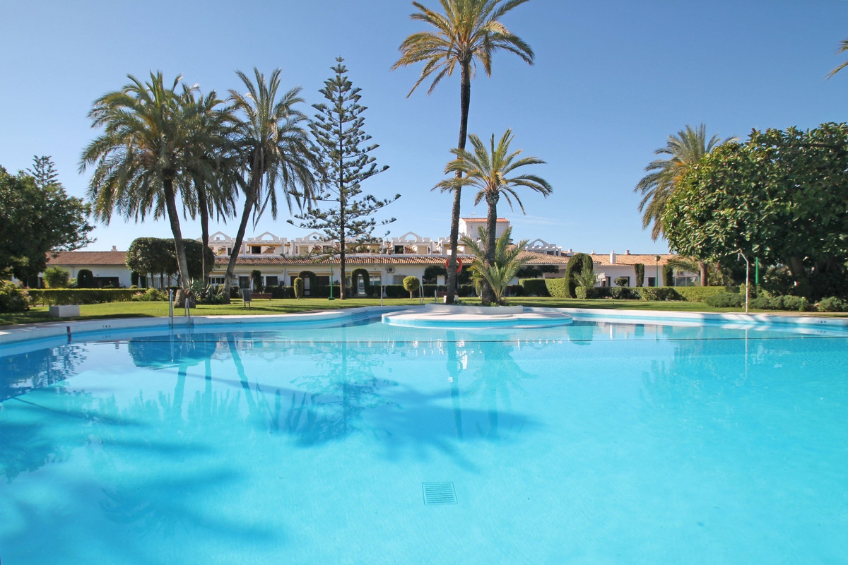 One bedroom ground floor apartment with adirect access to the extensive communal gardens of La Carol,Spain